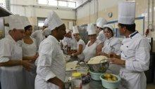 Ayudante de cocina una salida profesional para personas con discapacidad acci n social - Curso de ayudante de cocina ...