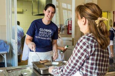 Empleados de hilton en espa a celebran la segunda semana global del voluntariado empleados - Voluntariado madrid comedores sociales ...